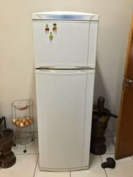 Título do anúncio: Vendo geladeira Continental