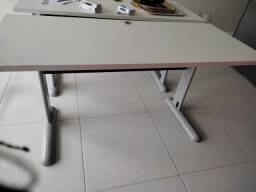 Título do anúncio: Vendo 2 mesas de escritório!