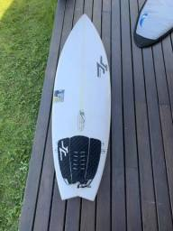 Prancha Surf JC + leashe + deck + quilhas + capa