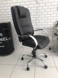 MOVEIS DE ESTÉTICA: Cadeira de escritório em couro preto