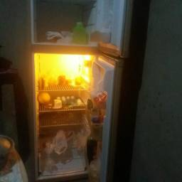 Vendo geladeira 220Volts