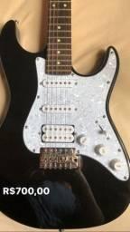 Guitarra e pedal de distorção
