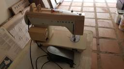 Vendo ou Troco 02 Maquinas de Costura.