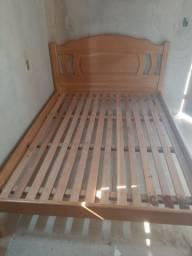 Vende-se essa cama de madeira casal cerejeira