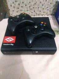 Xbox 360 Super Slim em ótimo estado