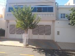 Título do anúncio: Sobrado para venda possui 273 metros quadrados com 3 quartos em Vila Mendonça - Araçatuba