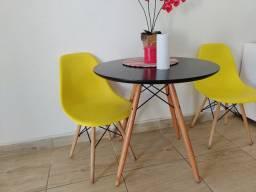Mesa duas cadeiras