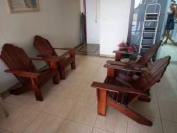 Jogo de Cadeiras de Madeira com Mesa Pequena