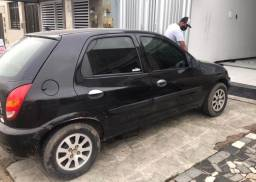 Chevrolet Celta preto, 2003, em excelente estado de conservação