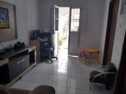 Título do anúncio: Casa em Novo Horizonte com quintal médio