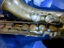 Saxofone tenor Parrot
