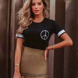 T-Shirt Feminina Com o Simbolo da Paz!