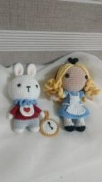 Amigurumi Alice e coelho com relógio