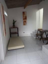 Título do anúncio: Alugo quarto com banheiro , totalmente independente ,opção de garagem.