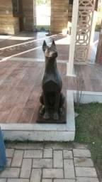 Cachorro dobermann em ferro fundido decoração