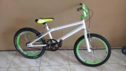 Bicicleta cross semi nova