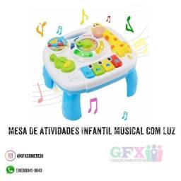 Mesa de atividades infantil musical