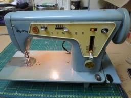 Máquina de costura Singer 667