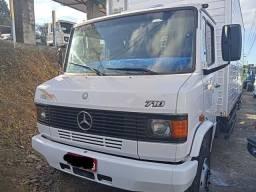 Título do anúncio: Mercedes 710 2008 No Baú! Perfeita!