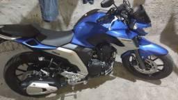 Vendo essa moto muito nova