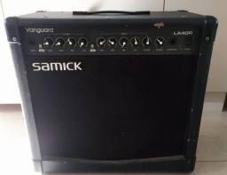 Amplificador samick com marcas de uso
