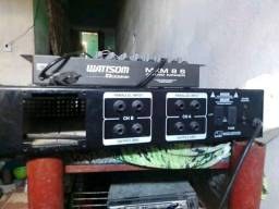 Mesa de som e amplificador de 1800 de potência