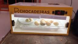 Título do anúncio: 1 chocadeira com 4 meses de uso - 48 ovos