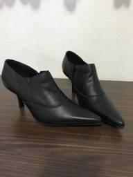Sapato Mc Benett Número 36 (3 pares pelo valor de 1)