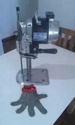 Máquina de corte de roupa com luva de aço