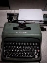 Maquina De Escrever Olivetti Studio 44 Funcionando