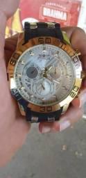 Vendo relógio em bom estado só com a uma pulseira solta