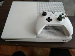 Xbox one * semi-novo* acompanha 2 controle