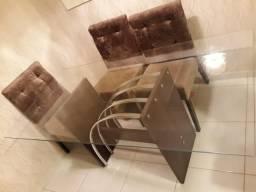 Conjunto de mesa com cadeiras R$550÷3 vezes cartão