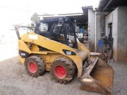 Mini Carregadeira CAT 242b3