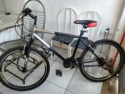 """Bicicleta """"pouco usada' tava parada """""""