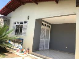Alugo Casa no Farol 3/4 no valor de R$ 2.900,00