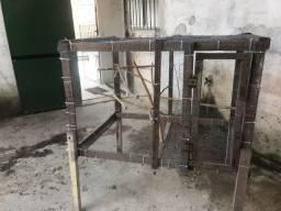 Viveiro de madeira e tela de aço