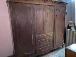 Lindo Guarda roupa antigo