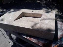Pia esculpida em Travertino