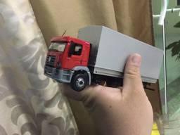 Miniatura de caminhão costellation