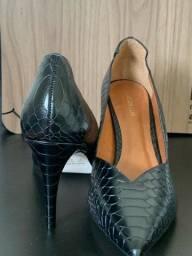 Título do anúncio: Sapato Alto luz da lua Scarpin