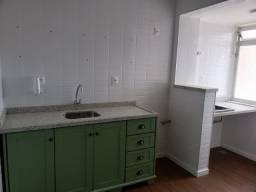 Título do anúncio: (RH) Apartamento reformado de 2 dormitórios com suíte no Estreito.