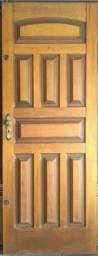 Porta de madeira maciça, em ótimo estado