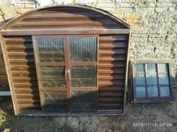 Vendo 3 janelas com vidro