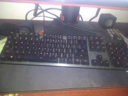 Mouse e teclado mecânico