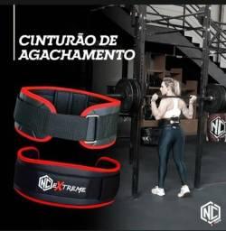 Cinturão de agachamento crossfit musculação com detalhe vermelho M
