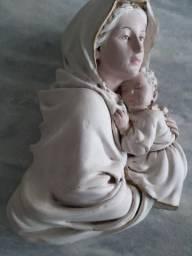 Estátua Virgem Maria com menino Jesus