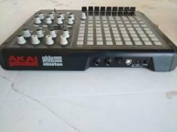 Controladora AKAI MIDI USB APC 40