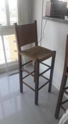 Conjunto de duas cadeiras de madeira