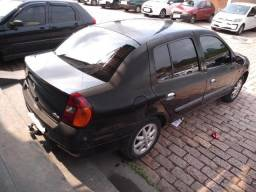 Clio Sedan Completo - 2002